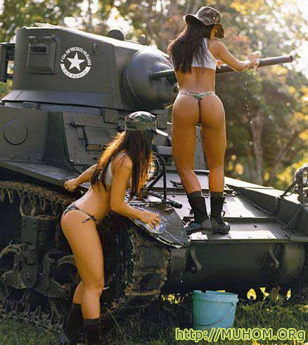 Танки голые девушки